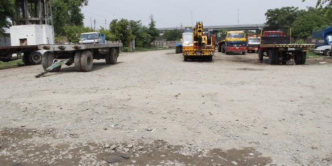 Mughalpura Dry Port road in shambles