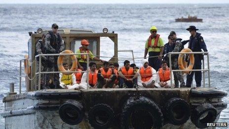 Navy officer held in Sri Lanka over people smuggling