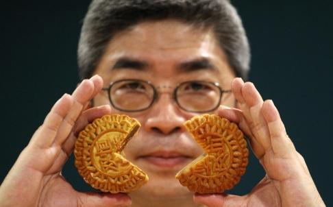 Hong Kong customs net 135 boxes of copycat mooncakes