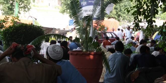Imran, Qadri followers surround FBR building: Chairman, members use rear gate