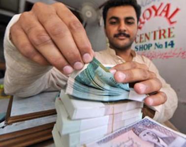 Rupee weakens against dollar amid Azadi, Inqlab marches