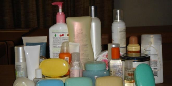Customs seizes shampoos, soaps at Sagian Bridge