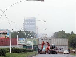Containers removed on Imran, Qadari's partial evacuation