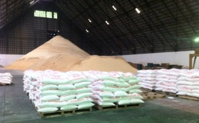 Philippines Customs arrests 14 persons, seizes over 1000 sugar sacks