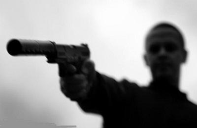 Contract killer introduces himself to Customs at Dubai Airport