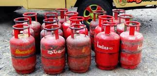 LPG price slashed by Rs10 per kg
