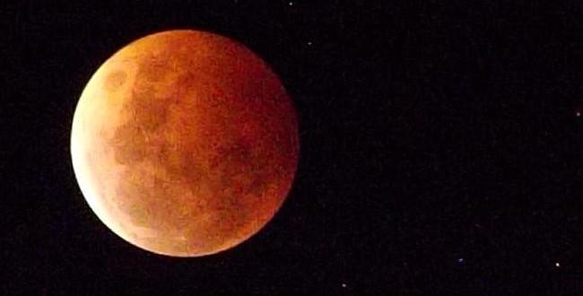 Total lunar eclipse: April 4, 2015