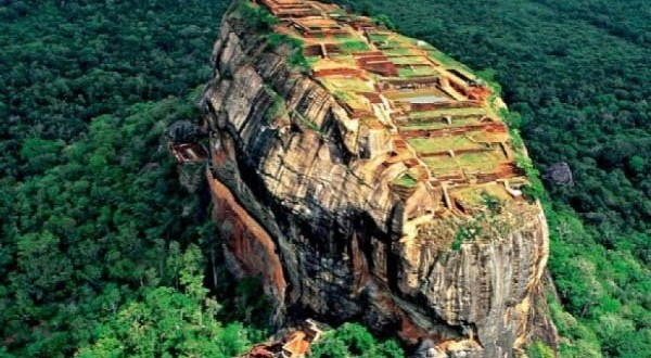 Sri Lanka eyes $2.5b tourism revenue in 2015