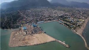 Yemeni port says first ship in weeks arrives, Saudi denies hampering aid by sea