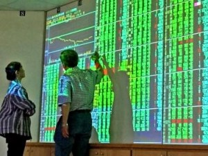 Asia Stocks Rise With Nasdaq Futures; Oil Climbs