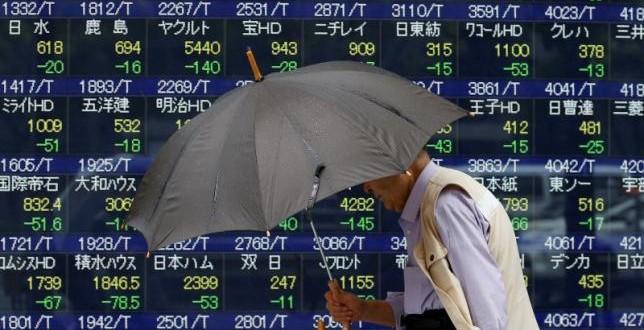 Tokyo stocks end slightly lower