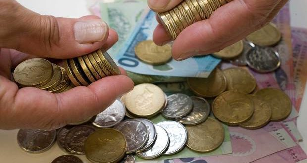 NZ dollar eases against the Aussie