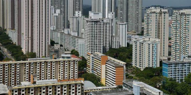 Singapore housing loans shrink again in April