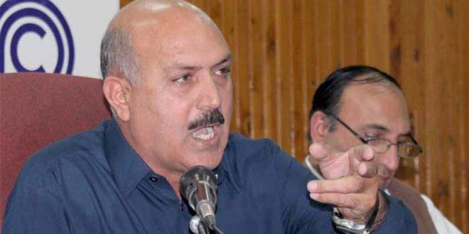 Govt must take action against QICT, Maersk for looting importers: Senator Bahramand Khan