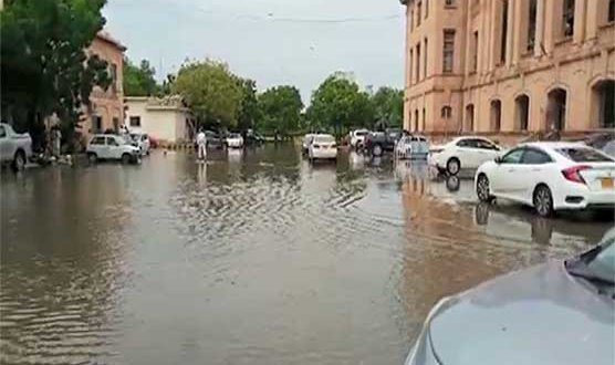 Karachi rain inundates SHC building