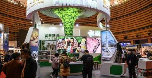 Visitors shop at Pakistani pavilion at China-ASEAN Expo