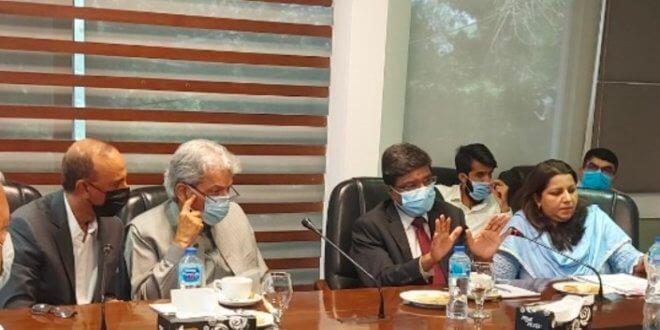 Collector Mubashir Baig assures exporters of maximum assistance
